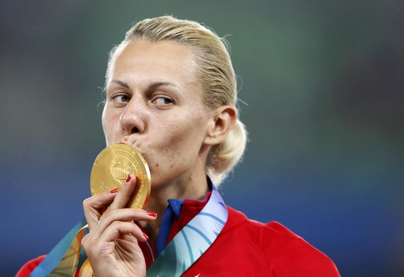 Любительских суперминетов олимпийская чемпионка сосет цветных чулках